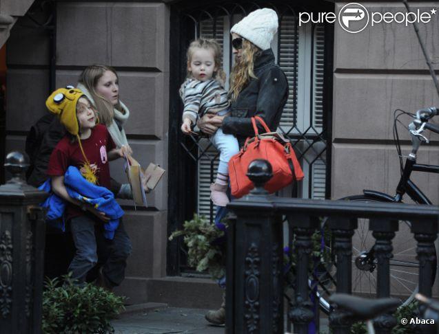 Sarah Jessica Parker accompagne sa fille Marion, deux ans et demi, à l'école, à New York, le vendredi 3 février 2012.