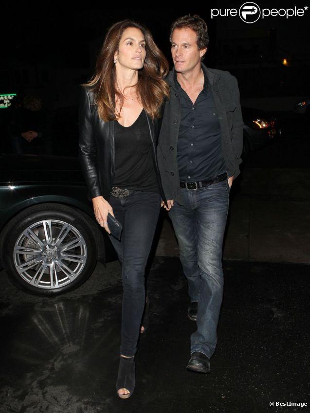 Cindy Crawford s'en va rejoindre avec son mari Range Gerber, Alex Rodriguez et Torrie Wilson à Santa Monica, le 7 février 2012.