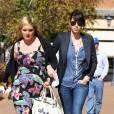 Jessica Biel et une amie à la sortie d'un cabinet médical de Los Angeles, le 10 février 2012.