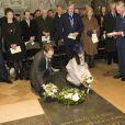 Le prince Charles et Camilla Parker Bowles avec des descendants de Dickens pour un hommage en l'abbaye de Westminster le 7 février 2012, jour du bicentenaire de la naissance de l'écrivain.