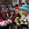 La reine Elizabeth II en visite à Kings Lynn dans le Norfolk, le 6 février 2012, jour des 60 ans de son accession au trône britannique.