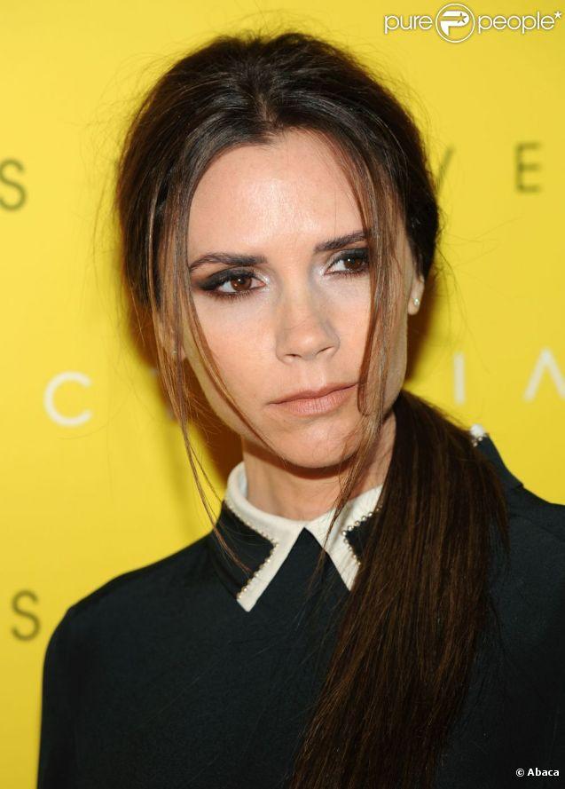 Victoria Beckham, visiblement fatiguée par des derniers jours éprouvants, est de retour à Londres pour lancer sa collection chez Harvey Nichols. Le 17 février 2012.