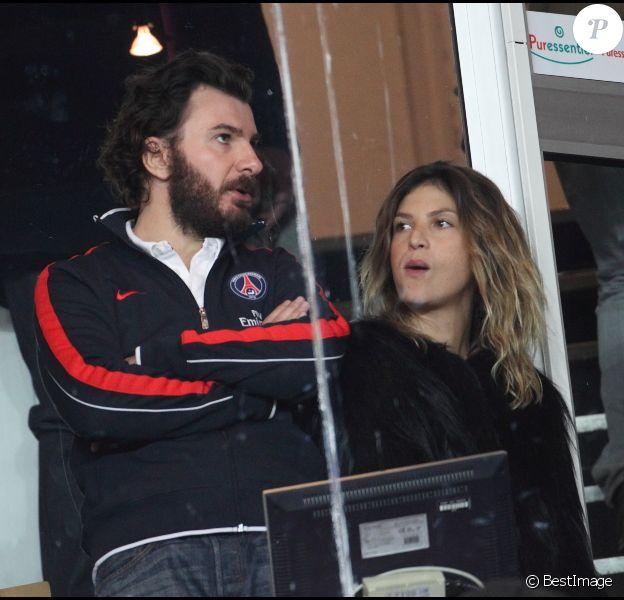Michaël Youn et Isabelle Funaro lors du match au sommet entre le PSG et Montpellier conclu sur le score de 2-2 au Parc des Princes à Paris le 19 février 2012