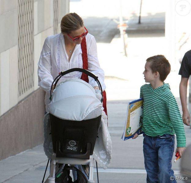 Kate Hudson et ses deux fils, Ryder et Bingham, à Los Angeles le 19 février 2012