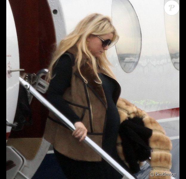 Jessica Simpson atterrit à Los Angeles le 6 février 2012.