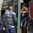 Beyoncé Knowles et Jay-Z étaient de sortie avec leur bébé d'un mois et demi, Blue Ivy Carter, dans West Village à New York pour un déjeuner en famille chez Sant Ambroeus. La première sortie publique de Blue Ivy...