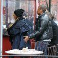 Jay-Z, attentionné, et Beyoncé Knowles étaient de sortie avec leur bébé d'un mois et demi, Blue Ivy Carter, dans West Village à New York pour un déjeuner en famille chez Sant Ambroeus. La première sortie publique de Blue Ivy...