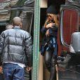 Jay-Z veille au grain.   Beyoncé Knowles et Jay-Z étaient de sortie avec leur bébé d'un mois et demi, Blue Ivy Carter, dans West Village à New York pour un déjeuner en famille chez Sant Ambroeus. La première sortie publique de Blue Ivy...