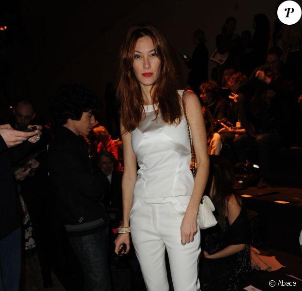 Mareva Galanter, particulièrement apprêtée lors du défilé Leonard à Paris, le 5 mars 2012.