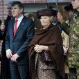 La reine Beatrix inaugurait le 7 mars 2012 à la base de l'armée de l'air de Soesterberg une nouvelle caserne pour les unités de déminage.   Après la tragédie familiale qui a frappé la famille royale des Pays-Bas en février 2012 (le prince Friso, victime d'une avalanche, est tombé dans le coma), il a fallu se remettre au travail...