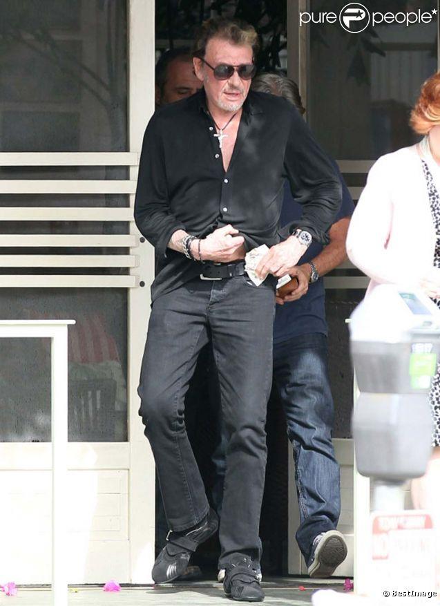 Johnny Hallyday à la sortie du restaurant The Ivy à Los Angeles, le 5 mars 2012.