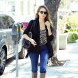 Jessica Alba, businesswoman dans les rues de Los Angeles le 13 mars 2012