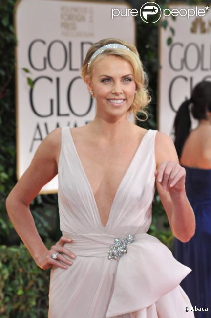 Charlize Theron aux Golden Globes en janvier 2012 à Los Angeles