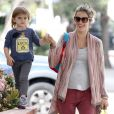 Alessandra Ambrosio et sa fille Anja dans les rues de L.A. Le 15 mars 2012
