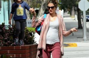 Alessandra Ambrosio enceinte : une maman poule qui sait comment garder la ligne