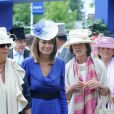 Carole Middleton, mère de Kate, en robe Reiss au dernier jour du Royal Ascot 2010.