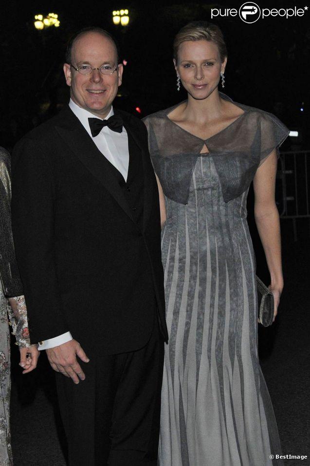Le Prince Albert II i Charlene lors La Princesse de la soirée du Centenaire du Martell Cordon Bleu de la maison de koniak Martell, à Monaco le 22 mars 2012.