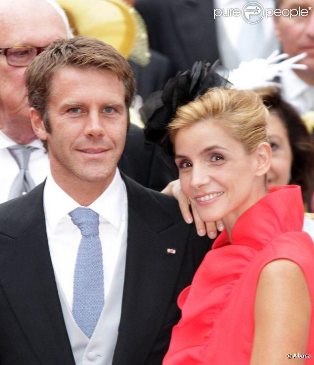 Emmanuel-Philibert de Savoie (photo : le 2 juillet 2011 avec son épouse Clotilde Courau au mariage du prince Albert et de la princesse Charlene de Monaco) devait se faire réopérer à Genève le 4 avril 2012 : quatre mois après une intervention sur un carcinome (cancer) bénin, le 'mal' est revenu...