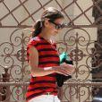 Katie Holmes renoue avec le style casual chic aui a fait son succès. A Los Angeles le 4 avril 2012.