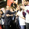Bain de foule pour François Hollande, lors de son grand meeting à Rennes, le mercredi 4 avril 2012.