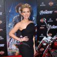 Scarlett Johansson simplement divine lors de la première de The Avengers à Los Angeles. Moulée dans une robe Versace, la star a brillé sur le red carpet. Le 11 avril 2012
