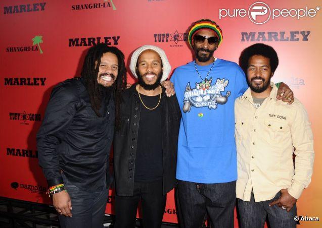 Rohan et Ziggy Marley, Snoop Dogg et Robert Marley à la première du film Marley à Los Angeles le 17 avril 2012