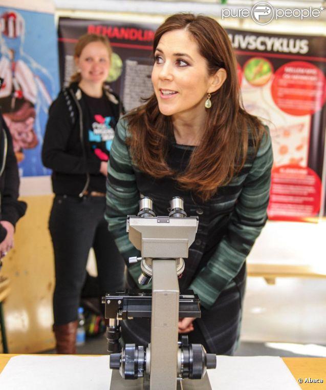 Ça valait le coup d'oeil ? La princesse Mary lors de la Journée de la recherche 2012 à Copenhague, le 19 avril.