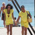 Jade Foret et Arnaud Lagardère sur une plage de Miami, le 12 avril 2012.