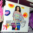 Selena Gomez rencontre ses fans et dévoile la collection printemps-été de sa ligne Dream out loud, dans un magasin K-mart à Los Angeles (mardi 24 avril 2012).