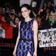 Kristen Stewart en Balenciaga, arrive en tête du classement Glamour UK des personnalités les mieux habillées de l'année.