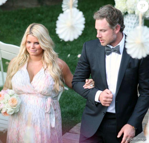 Exclusif : Jessica Simpson très enceinte et son fiancé Eric Johnson au mariage d'une amie le 25 mars 2012.