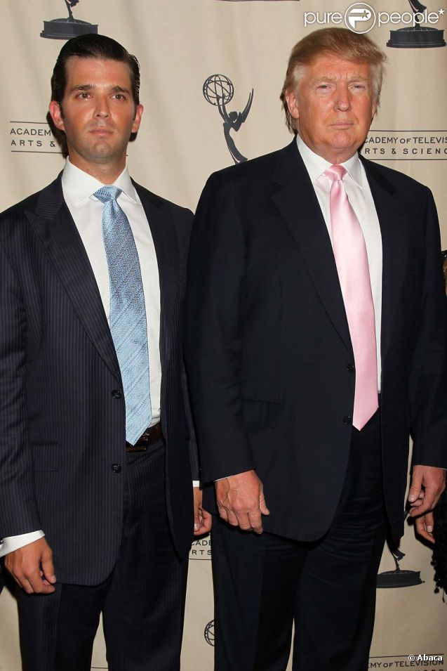 Donald Trump Jr. et son père Donald Trump à New York, le 26 avril 2011.
