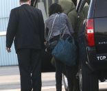 Katy Perry, incognito à l'aéroport de Los Angeles, prend un jet privé le 19 avril 2012