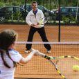 """Le prince Frederik de Danemark animait, le 4 mai 2012, l'opération """"Play and Stay"""" orchestrée par la Fédération Danoise de Tennis, dont il est le parrain."""