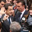 Nicolas Sarkozy et Carla Bruni ont été très bien accueillis au lycée Jean de la fontaine où ils ont voté dans le XVIe arrondissement de Paris, le 6 mai 2012.
