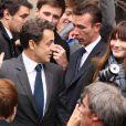 Nicolas Sarkozy et Carla Bruni ont voté au lycée Jean de la fontaine dans le XVIe arrondissement de Paris, le 6 mai 2012.