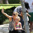 Heidi Klum et sa fille Leni sont au parc à Los Angeles le 6 mai 2012
