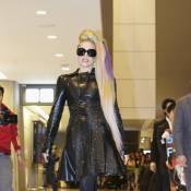 Lady Gaga : Extravagante au possible, cuir et chevelure arc-en-ciel au Japon