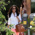 Eva Longoria pendant un shopping de dernière minute à Los Angeles le 12 mai 2012
