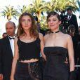 Clotilde Courau et Marion Cotillard lors du festival de Cannes en 2002
