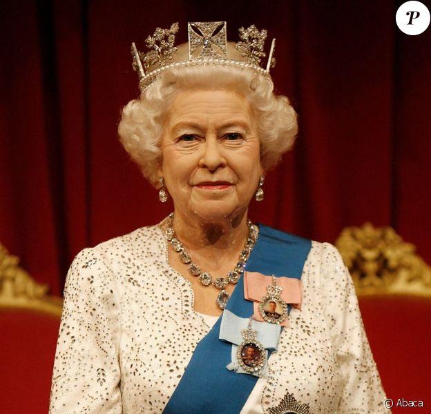 Le musée Madame Tussauds de Londres a dévoilé le 14 mai 2012 la 23e statue de cire de la reine Elizabeth II, portant sa robe de cérémonie Angela Kelly et le diadème d'apparat de George IV, dix ans après la précédente, en l'honneur de son jubilé de diamant.