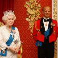 """La """"nouvelle"""" Elizabeth II a rejoint son mari le duc d'Edimbourg, qui n'a lui pas connu de mise à jour... Le musée Madame Tussauds de Londres a dévoilé le 14 mai 2012 la 23e statue de cire de la reine Elizabeth II, dix ans après la précédente, en l'honneur de son jubilé de diamant."""