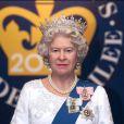 La reine Elizabeth II en cire, statue du musée Madame Tussauds de Londres réalisée en 2001 et installée en 2002. Le modèle 2012, 23e de la saga, présenté le 14 mai 2012, est plus ressemblant.