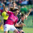 Meike Weber et Louisa Necib lors de la finale de la Ligue des Champions féminines remportée par l'équipe de Lyon à Munich le 17 mai 2012 face à Francfort (2-0)