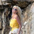 Victoria Silvstedt superbe au bord de la piscine de l'Eden Roc d'Antibes, le 17 mai 2012.