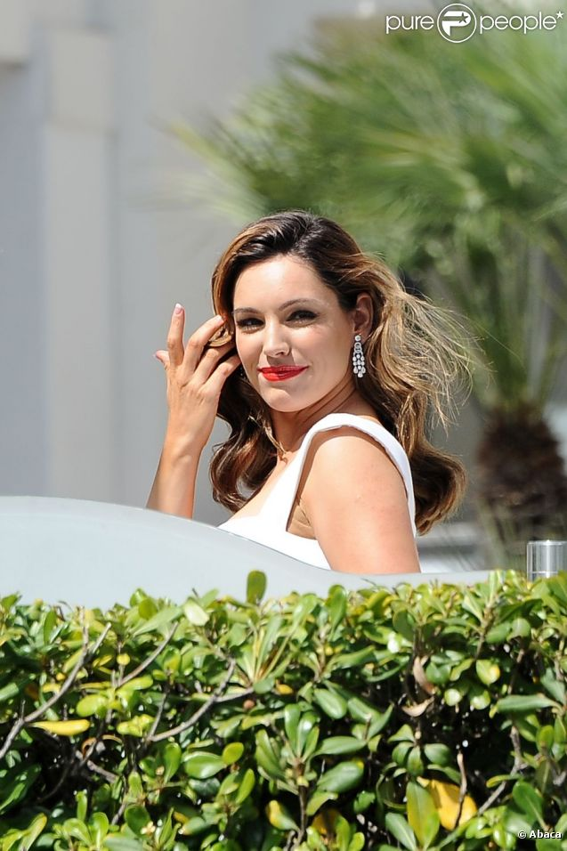 Kelly Brook, divine sur le photocall du film  Keith Lemon : The Movie . Cannes, le 19 mai 2012.