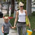 Gwen Stefani et ses fils Kingston et Zuma sur la plage à Los Angeles le 20 mai 2012