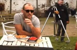 Jude Law : Beau gosse, il garde ses lunettes en toutes circonstances