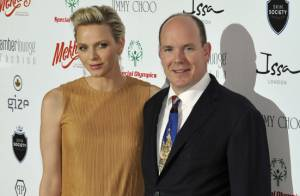 Charlene de Monaco élégante au bras de son prince, au côté de l'intrigante Zahia