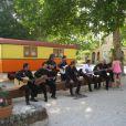 Daniel Guichard et Chico & The Gypsies sur le tournage du clip  Le Gitan  au Patio de Camargue à Arles  , le 28 mai 2012.